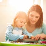 Logopädin und Kind Logopädiesche Praxis