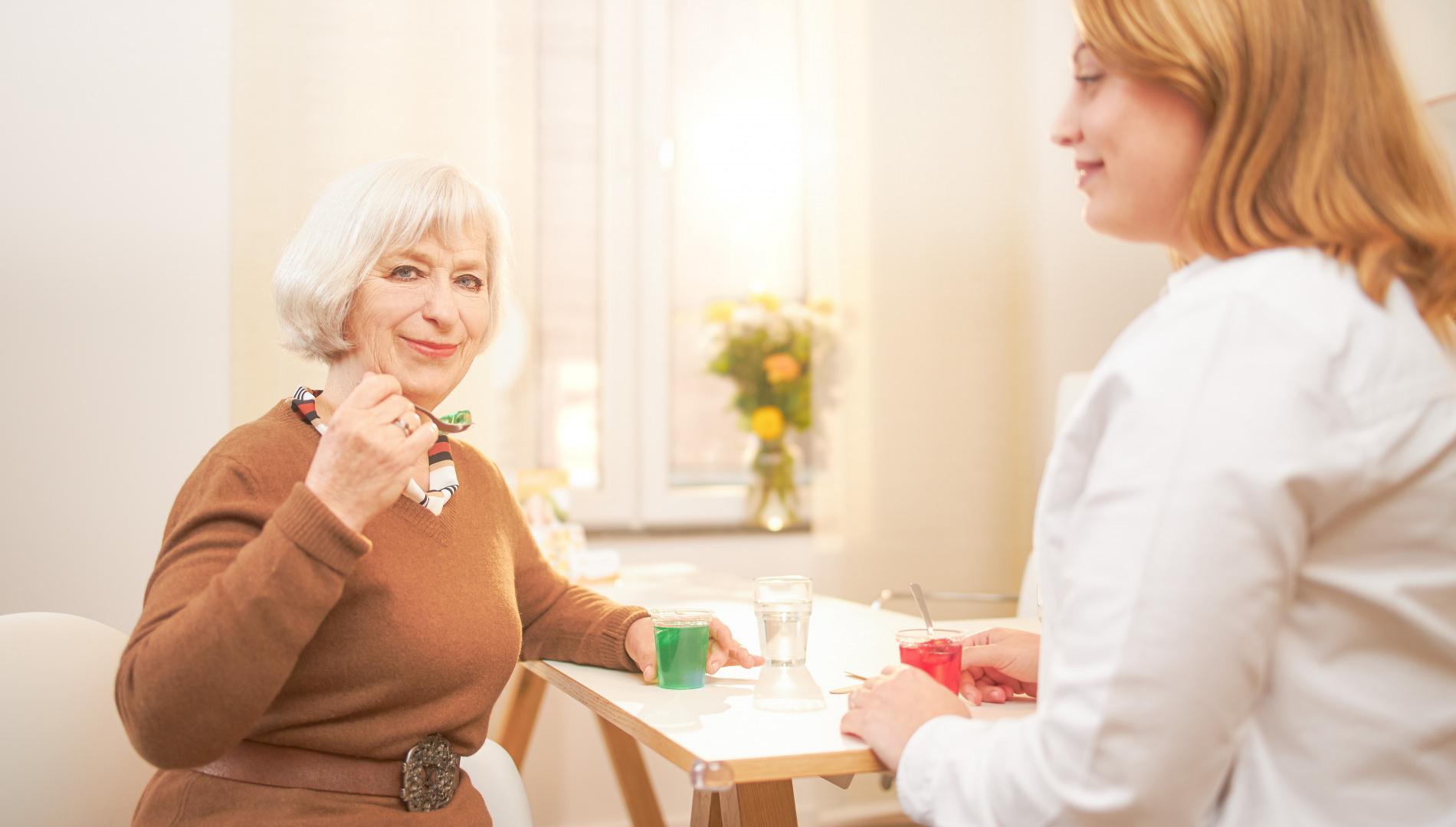 Alles zur Dysphagie bei Erwachsenen: Symptome, Behandlung, Ursachen, Definition
