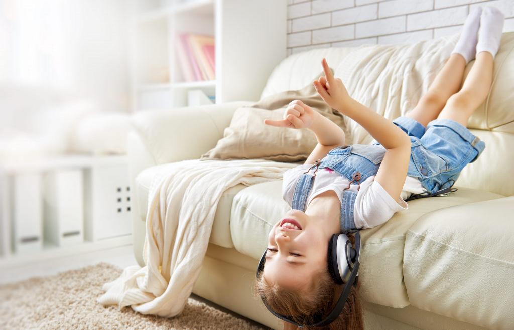Kinder entwickeln, gefördert durch diese Therapie, sichere Grundlagen der Hörverarbeitung. Sie können sich besser orientieren, konzentrieren